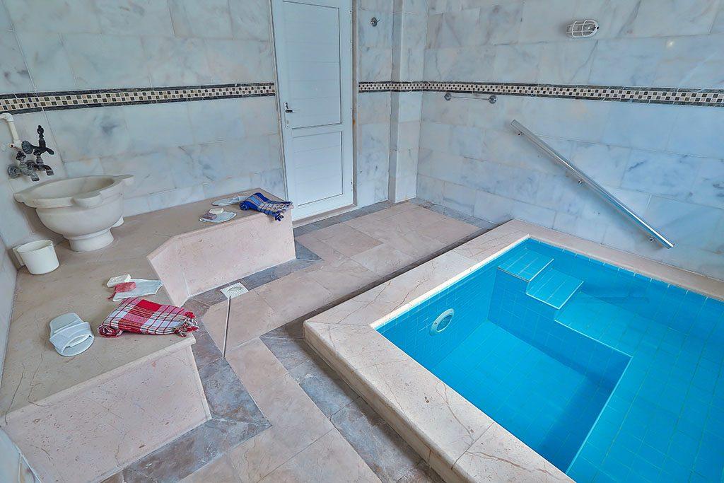 termal havuzlu hamam